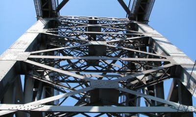Pylon der Kanalbrücke