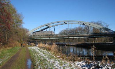 Belastungsfahrzeug auf der Brücke