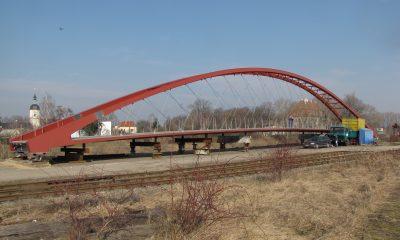 Netzwerkbogenbrücke auf dem Montageplatz