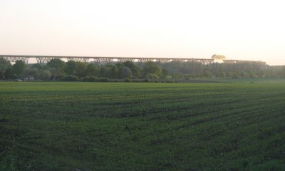 Seitenansicht der Eisenbahnhochbrücke