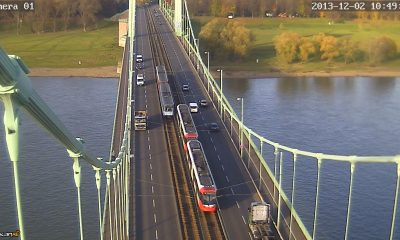 Begegnung von 2 Straßenbahnen + 1 LKW auf der Brücke