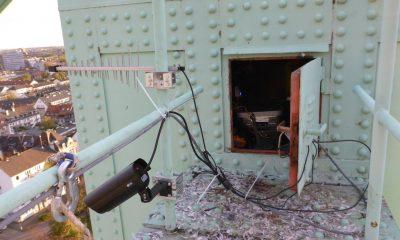 Kamera und Funkantenne auf dem Pylonkopf